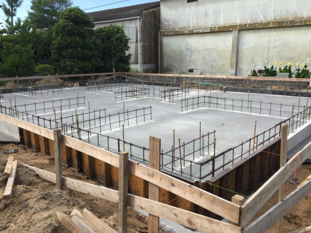 「躯体」は、基礎や土台、柱、梁、壁面、床などから成る建物の構造体のことをいいます。